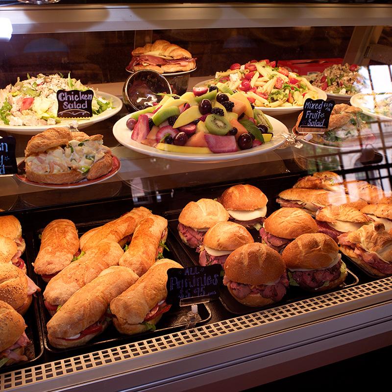 Sandwiches-salads